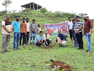 गलवान घाटी के शहीदों के सम्मान में रामटेक पहाड़ी पर स्वामी विवेकानंद युवा मंडल के कार्यकर्ताओं ने पौधे लगाए