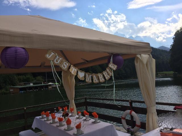 Hochzeitsempfang auf dem Riessersee-Floss Herbst-Hochzeit in den Bergen, Lila, Orange, Riessersee Hotel Garmisch-Partenkirchen, Bayern, Autumn wedding in Bavaria, Lilac and Orange