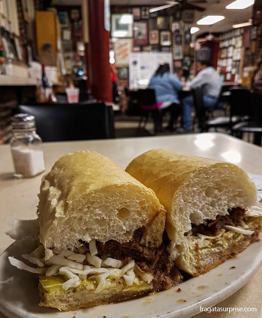 Mother's Restaurant, Nova Orleans: debris po'boy (sanduíche de carne assada desfiada)