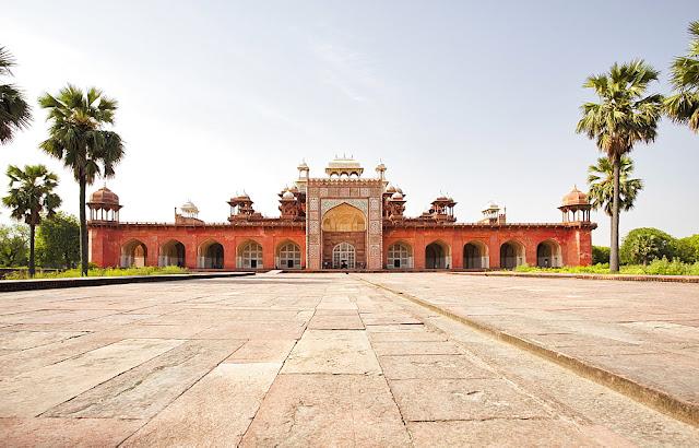 entrance-gate-tomb-of-akbar-at-sikandra-agra