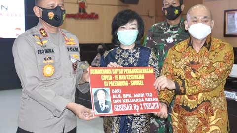 Dana sumbangan fantastis Rp 2 triliun diserahterimakan secara simbolis kepada Kapolda Sumatera Selatan