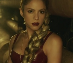 Shakira lança clipe de Perro Fiel