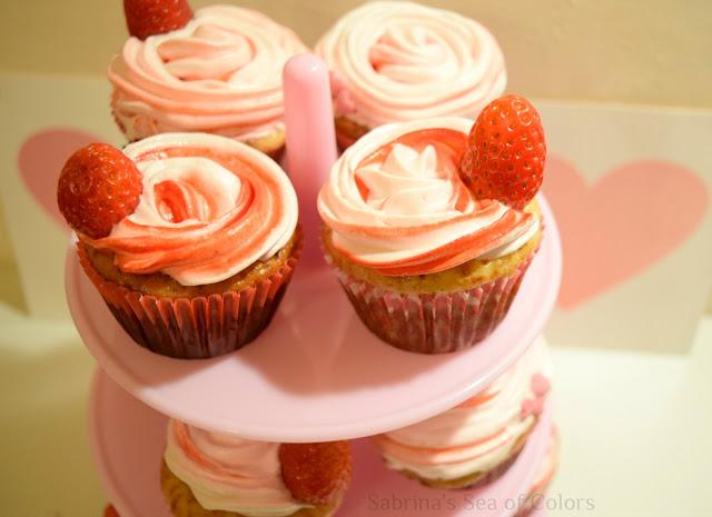 Cupcakes de fresas con crema y merengue