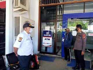 Ciptakan Rasa Aman, Bhabinkamtibmas Polsek Maiwa Polres Enrekang Patroli Sambang Ke Bank BRI Unit Maroangin