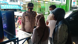 Dukung Operasi Yustisi, Bhabinkamtibmas Butung Awasi Protokol Kesehatan di Pasar