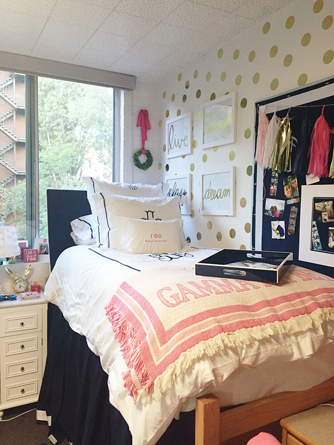 Dorm room tour preptista - Dorm room bedding ideas ...