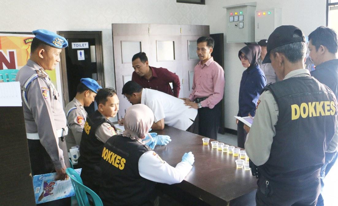 Mendadak, 34 Anggota Polisi di Polres Kebumen Dites Urine