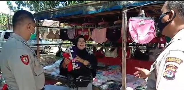 Ditertibkan Polisi, Ibu Pedagang Emperan: Di Luar Kami Mati Corona, Di Rumah Kami Mati Kelaparan Pak!