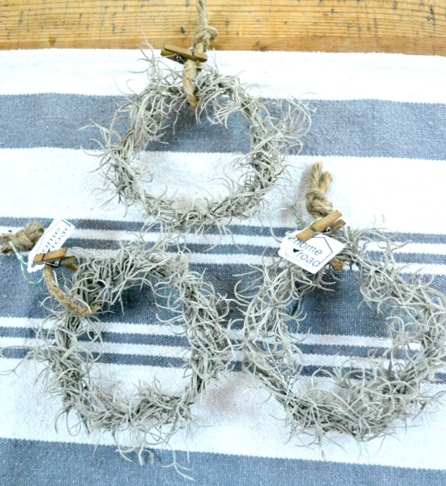 How to make your own faux mini wreaths for decorating www.homeroad.net