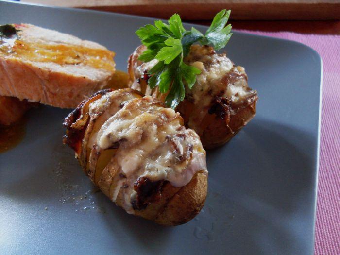 Pieczone ziemniaki faszerowane boczkiem