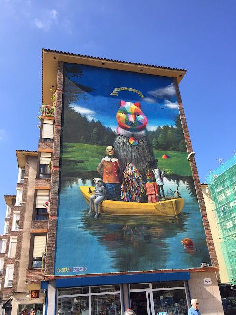 Our friend Okuda recently spent some time in the lovely city of Santander in Spain where he teamed up with his buddy Serzo to create a new piece.