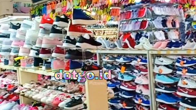 Pasar Baru Bandung Belanja Sepatu dan Sandal Murah Harga Grosir di Pasar Baru Trade Center Kota Bandung