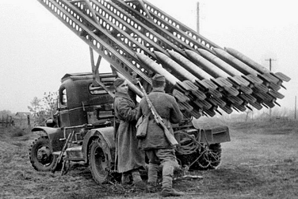 Съветската БМ-13 (Катюша), наричана от немците адският огън (ВИДЕО)