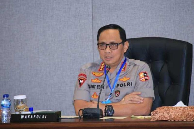 Cegah Penyebaran Covid-19, Polri Melaksanakan Penyemprotan Serentak seluruh Indonesia