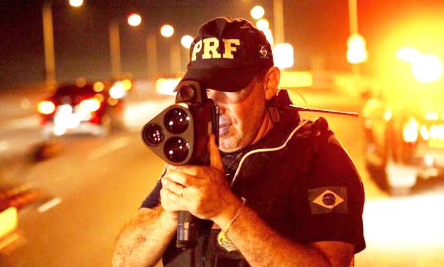 Justiça derruba ordem de Bolsonaro e determina que PRF volte a usar radares móveis em rodovias
