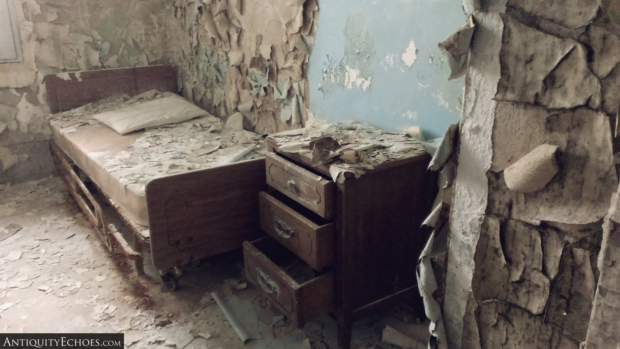 Overbrook Asylum - A Decayed Bedroom