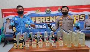 Razia Warung di Klirong, Puluhan Botol Miras Diamankan Polres Kebumen