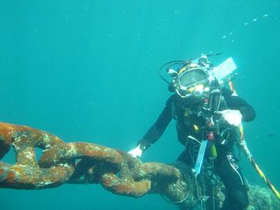 Penyelaman Survei rantai anchor mooring