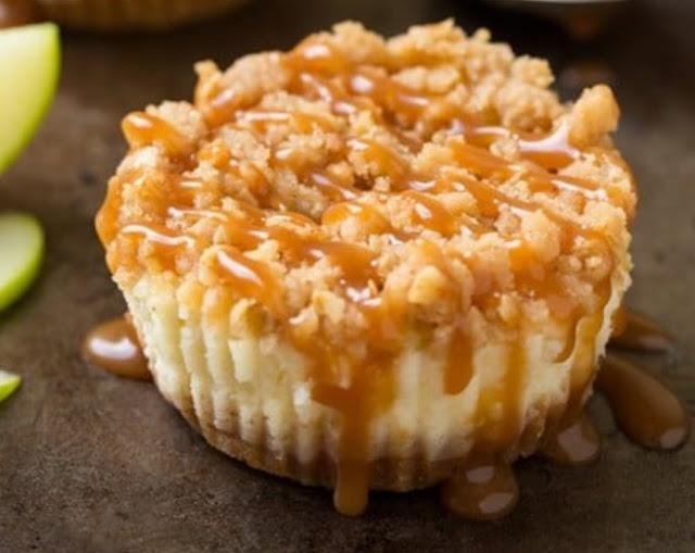 Caramel Apple Crisp Mini Cheesecakes #desserts #easy