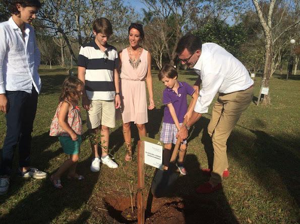 Prince Joachim, Princess Marie, Prince Felix, Prince Nikolai, Princess Athena and Prince Henrik at the Itaipu Park in Brazil
