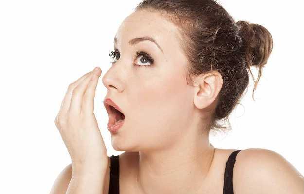 मुँह की बदबू को दूर करने के लिए अपनाये ये घरेलु नुस्खे .These home remedies adopted to remove the stench of mouth.