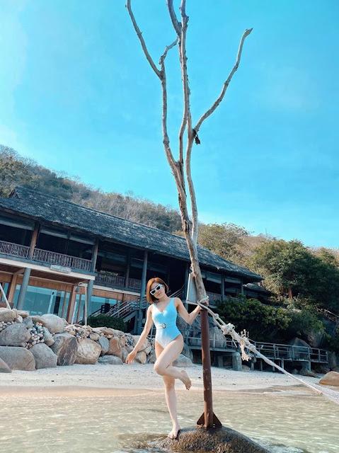 Lâu chẳng xuất hiện, hot girl Trâm Anh lần đầu đăng ảnh bikini trong bể bơi sau biến cố tình cảm