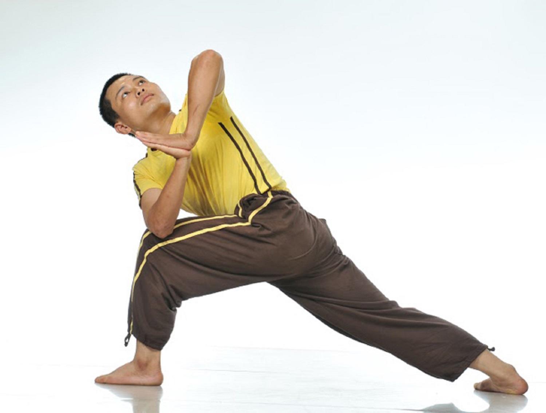 Chàng trai Gia Lai bị liệt nửa người trở thành huấn luyện viên yoga quốc tế