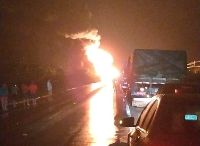 Caminhão explode na BR 304 entre Assú e Itajá; PONTE FELIPE GUERRA INTERDITADA