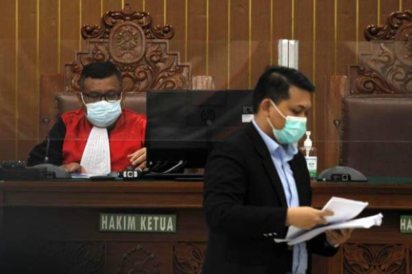 Ini Alasan Hakim Akhirnya Kabulkan HRS Jalani Sidang Secara Offline