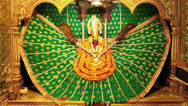 मूंडरू के प्राचीन श्याम मंदिर में होती है दो शीशों की पूजा