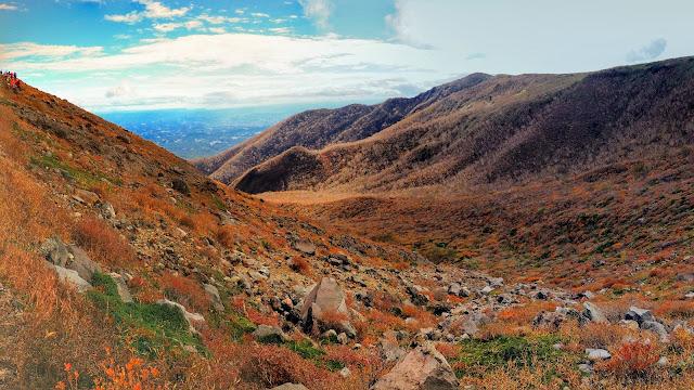 那須塩原駅から那須岳の峠の茶屋まで往復するサイクリングコース。ロープウェイに乗って那須岳でハイキングを楽しみ東日本屈指の歴史を持つ温泉「鹿の湯」で汗を流そう。