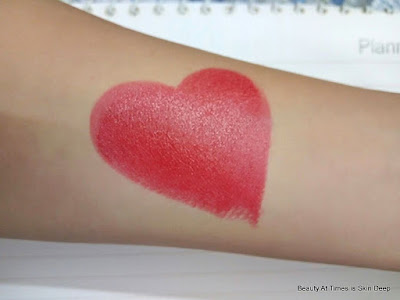 Elle 18 Pop Matte Lipstick Selfie Red swatch