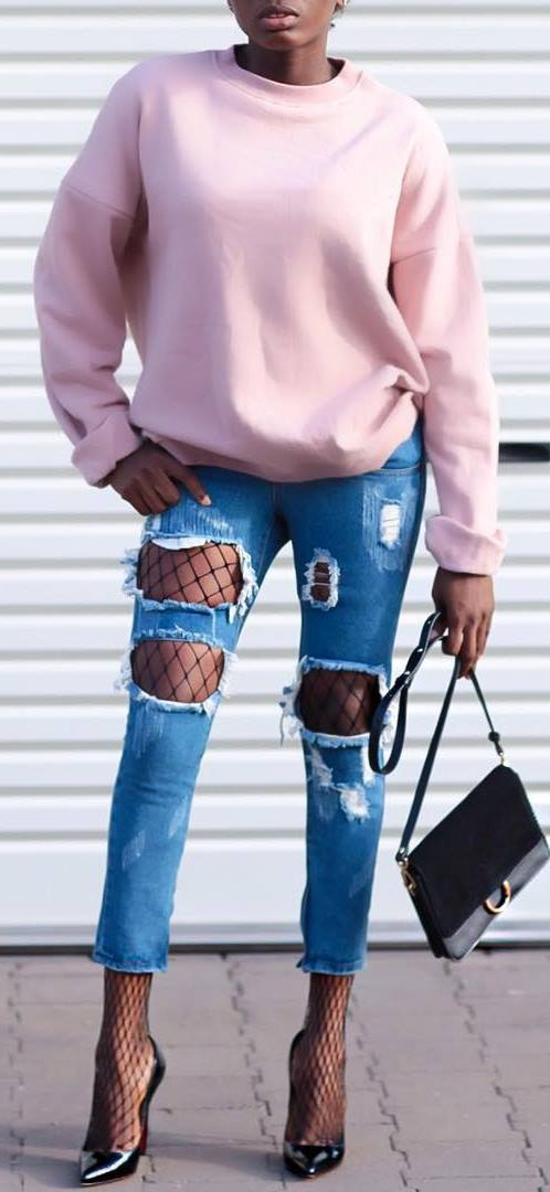 street style obsession: sweatshirt + bag + ripped jeans + heels
