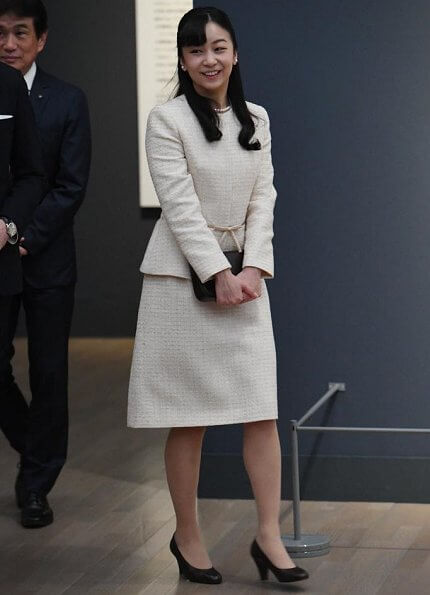 the 150th anniversary of the establishment of diplomatic relations between Japan and Hungary. Princess Kako wore a suit