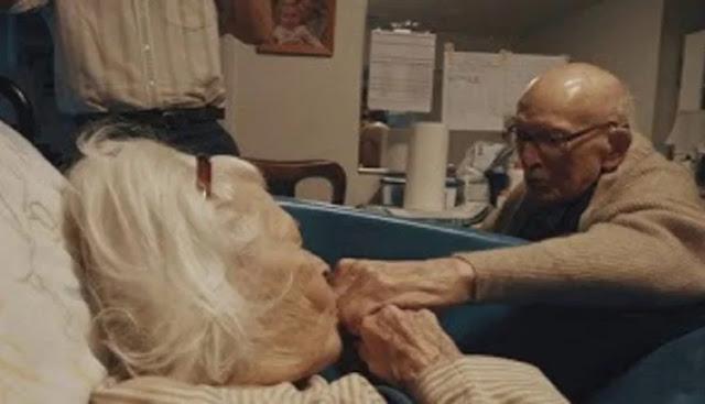 Παππούς 105 Χρονών Δείχνει Την Λατρεία Του Στην 100 Ετών Σύζυγό Του