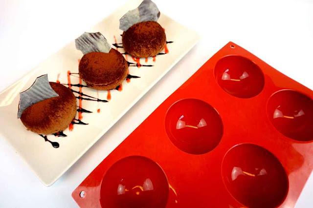 mousse de chocolate con moldes semiesfera
