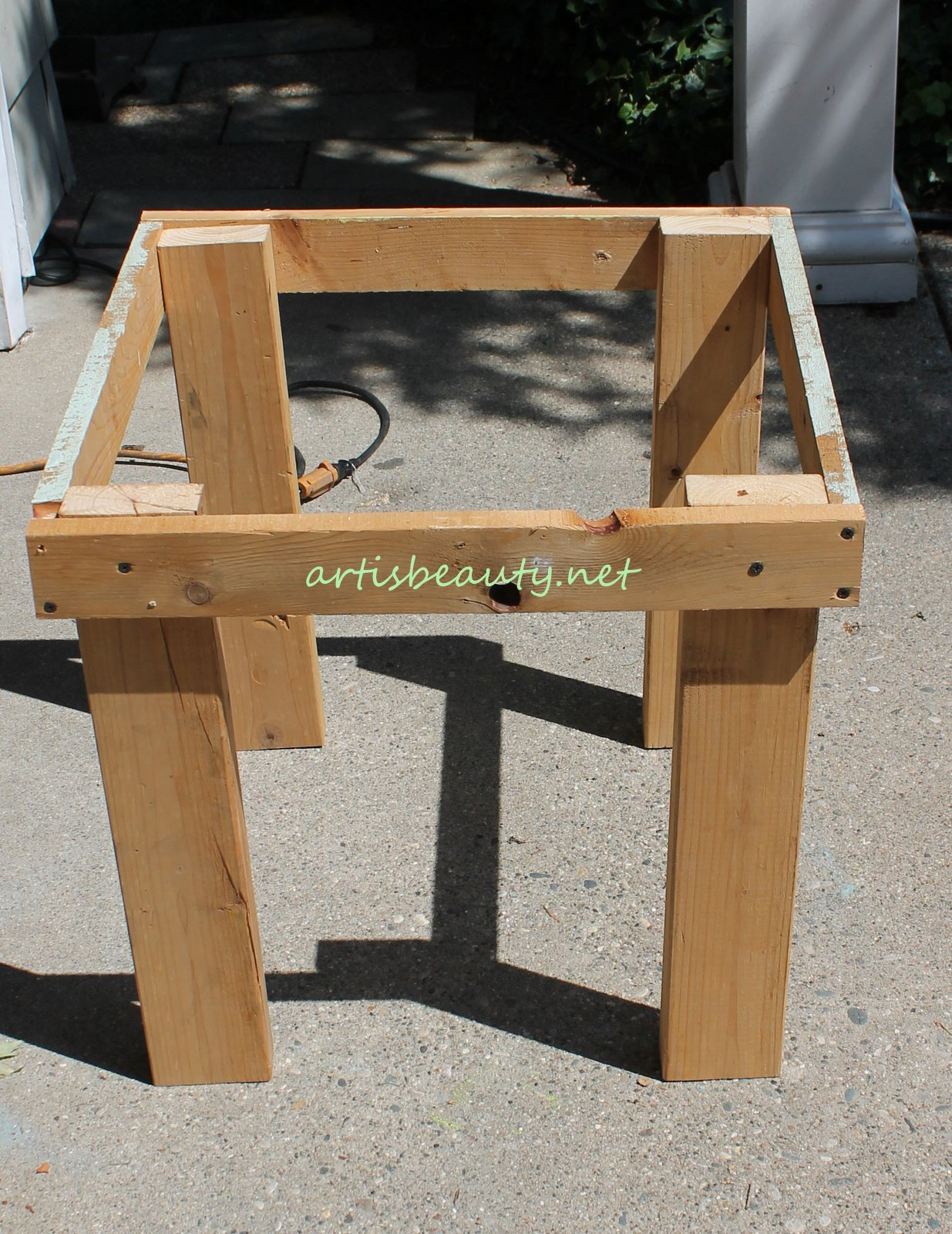 ART IS BEAUTY How To Build Your Own Pallet End Table With Freezer - How to build an end table