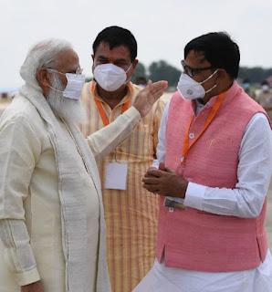 #JaunpurLive : भाजपा में आने पर प्रधानमंत्री ने थपथपाई कृपाशंकर सिंह की पीठ