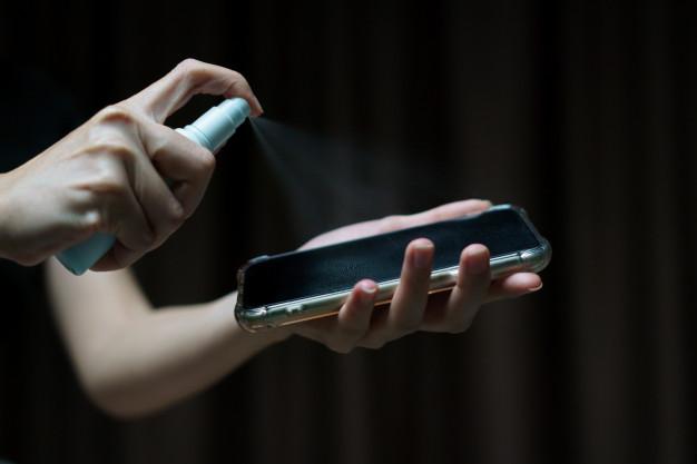 Ο κορονοϊός μπορεί να επιβιώσει στις οθόνες των κινητών έως 28 μέρες