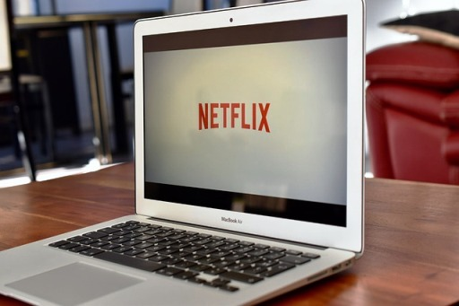 NETFLIX MOBILE, NETFLIX LAPTOP