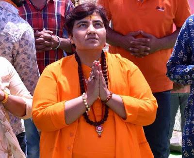 Sardwi pragya  thakur apne bayano ki vajah se fir charcha me mahatma gandhi ke katil ko btaya desh bhakt baval akrosh samarthan