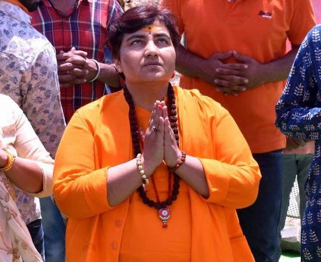 Sardwi Pragya Singh Thakur  apne bayano ki vajah se fir charcha me mahatma gandhi ke katil ko btaya desh bhakt baval akrosh samarthan