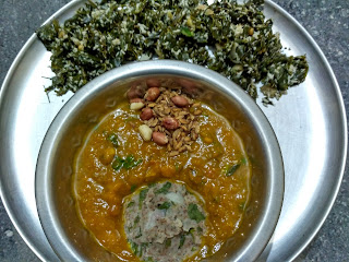 Sprouted Black eyed pea steamed Vada,  Pumpkin based Life Natural Sambhar, Home made beaten rice groundnut mixture,   Moringa greens poriyal