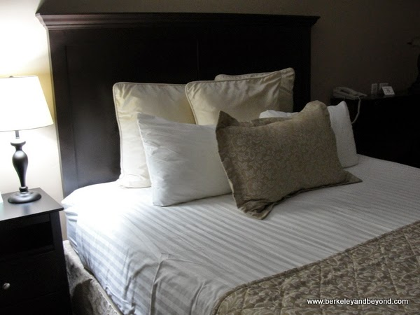 guest room at Grass Valley Courtyard Suites in Grass Valley, California