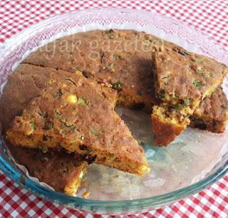 Zeytinli-pırasalı-peynirli mısır ekmeği
