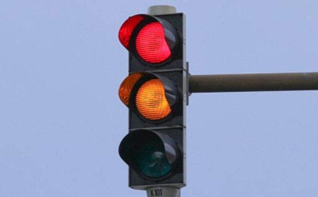 Ini namanya lampu lalu lintas