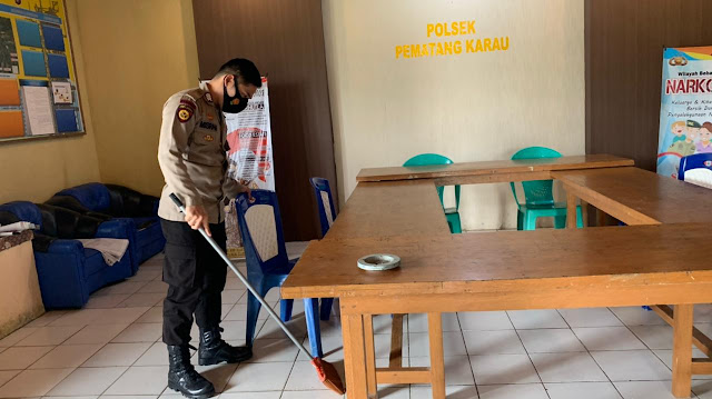 Cegah penularan covid -19 personil polsek laksanakan bersih bersih mako dan guna kenyamanan pelayanan kepada masyarakat