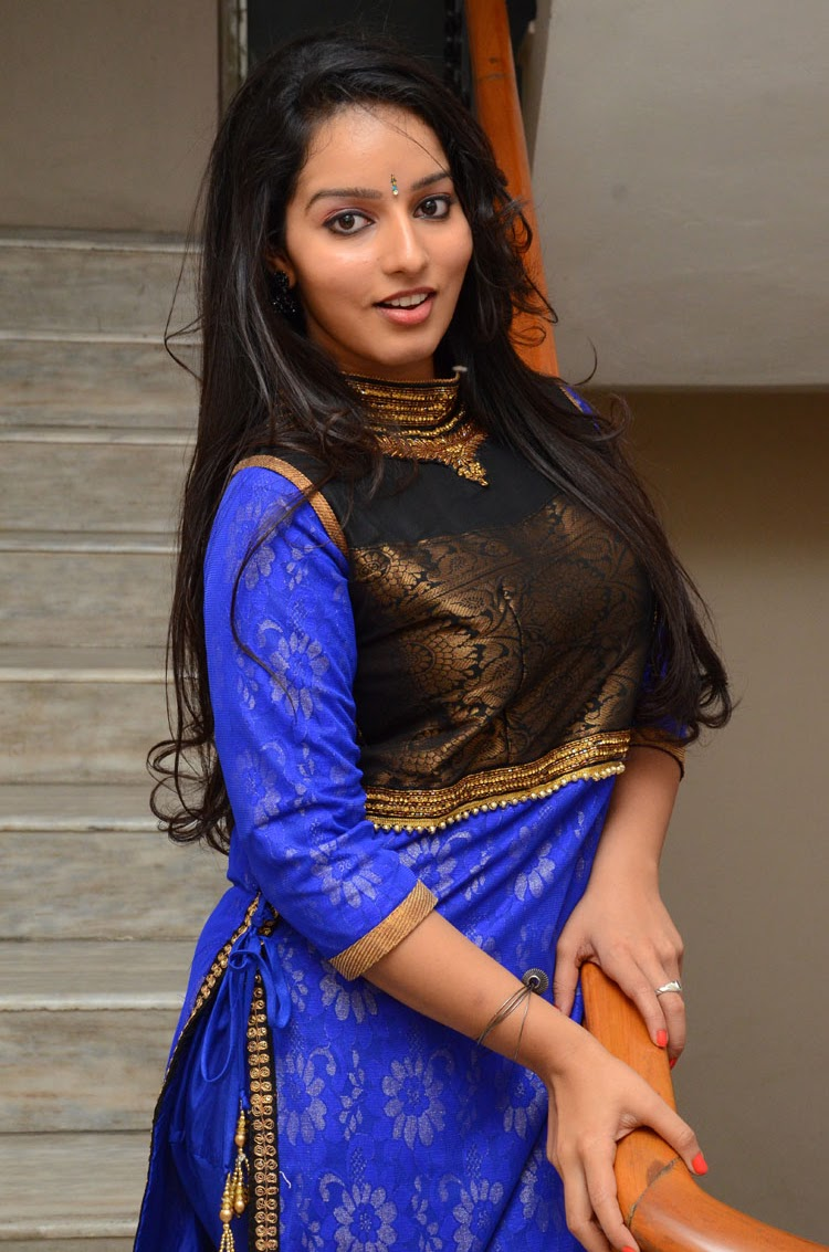 Malavika Menon photos at Vandanam movie event photo 18 | telugu