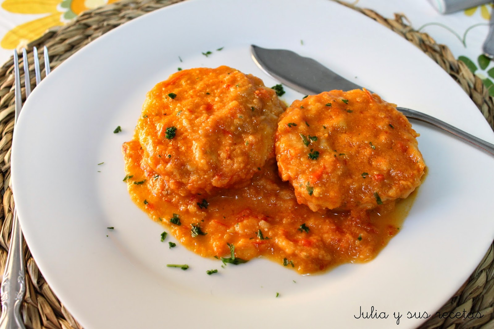 Medallones de merluza en salsa. Julia y sus recetas