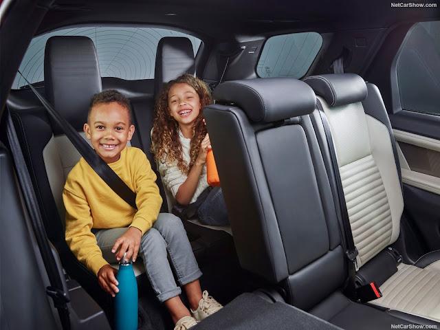 Land Rover Discovery Sport có hệ thống ghế ngồi vừa êm ái vừa thẩm mỹ